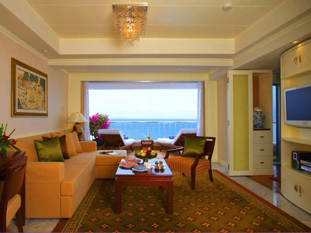 Royal Cliff Wing Suites & Spa - Royal Wing Suite-living room