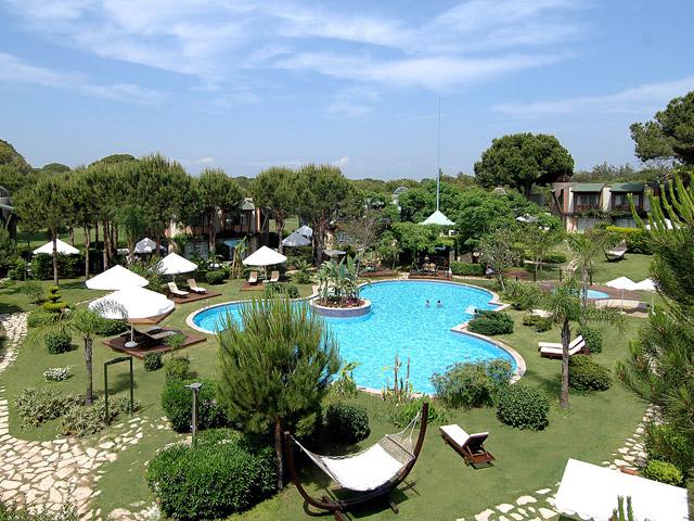 Gloria Verde Resort & Spa - Pool Area
