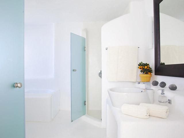 Rocabella Art Hotel & Spa Mykonos - honeymoon suite bathroom
