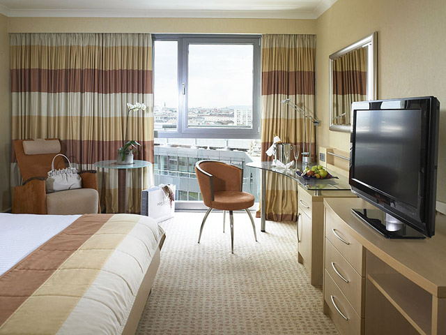 Hilton Vienna Hotel - Guest Room