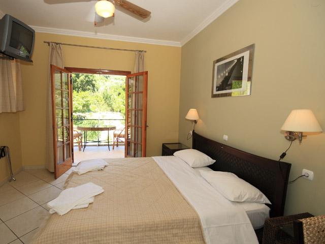Bella Vista Hotel & Apartments - Room