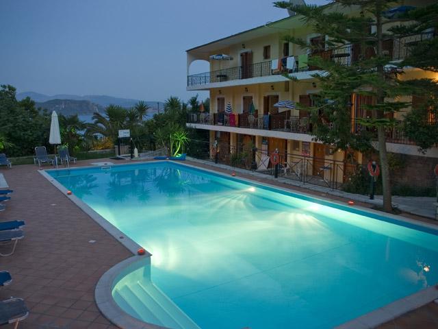 Bella Vista Hotel & Apartments - Swimming Pool