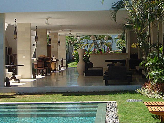 Villa Chocolat - Exterior View Swimming pool