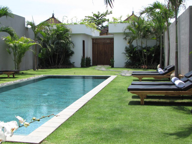 Villa Chocolat - Garden-exterior view