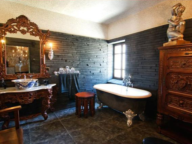 Sacred House - The King Bathroom